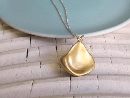 Infinity Medium Sea Gold Shell Necklace
