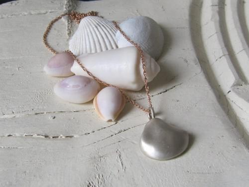 New - Infinity Small Sea Silver Shell Pendant hung on Rose Gold Necklace