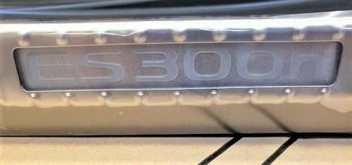 Lexus ES 300h Illuminated Trunk Sill