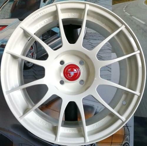アバルト 500/595 EXTRA LIGHT RACING 17インチ アルミホイール セット(ホワイト)