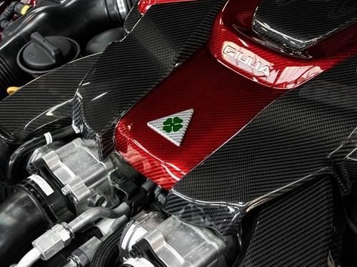 アルファロメオ ジュリア QV カーボンエンジンカバー(カーボンアルファレッド)