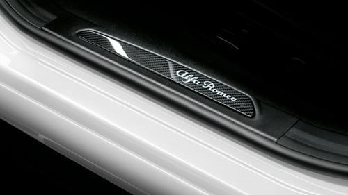 アルファロメオ 純正 ジュリア カーボンファイバー LED イルミネーションスカッフプレート