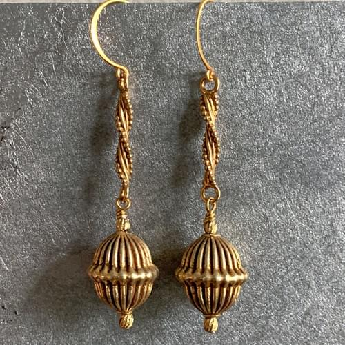 Ribbed Gold Drop from Gold Twists