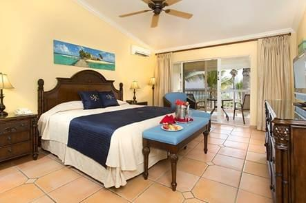 Club room - one King Bed
