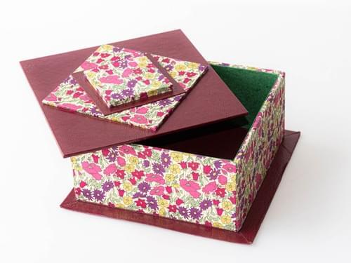Boîte avec couvercle