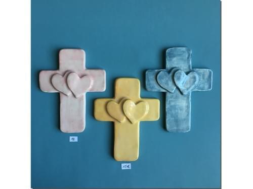 Croix murale Deux coeurs Céramique colorée