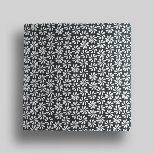 Black + White Small Flowers