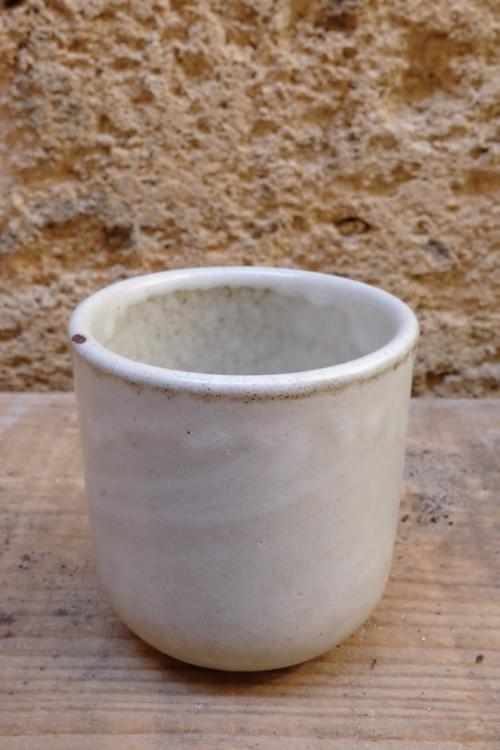 Tasse à thé en grès écru