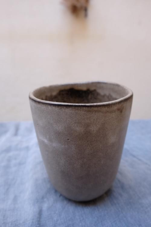 Mug à thé en grès gris