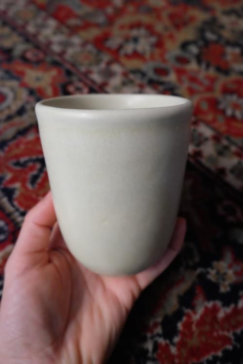Mug à thé en grès écru
