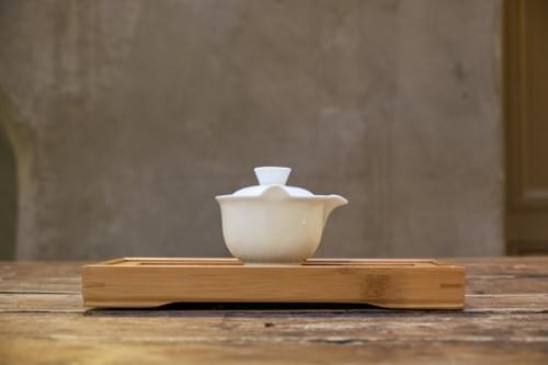 Gaïwan en porcelaine avec infuseur