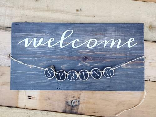 Welcome Wood Sign with Wood Slice Banner