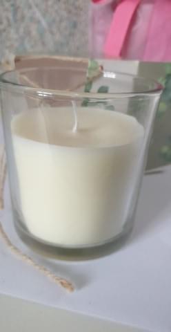 Eucalyptus leaf candle