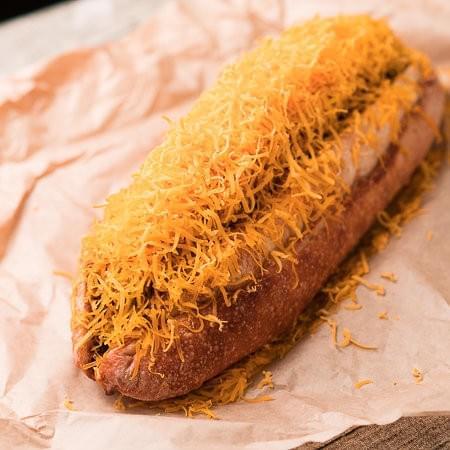 限定本数!名物 25cmの巨大な「スーパーホットドッグ」セミハードパン