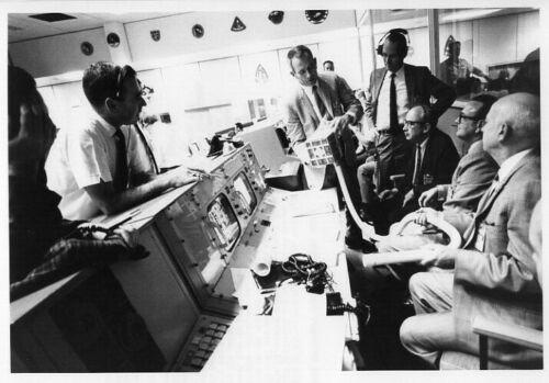 APOLLO 13 - NASA Team Discussing Rescue Options.