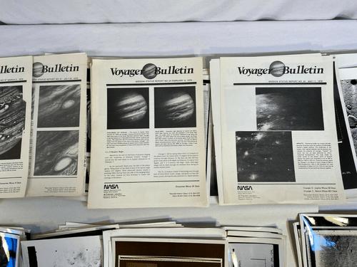 NASA Voyager bulletins (1979) et plus de 100 Misc. vintage space photographies