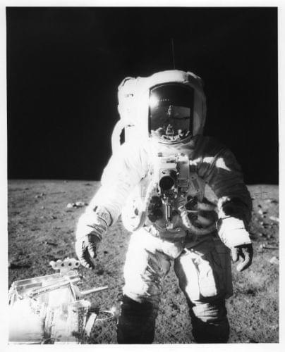 APOLLO 12 / Orig NASA 8x10 Press Photo - Astronaut Alan Bean on Moon