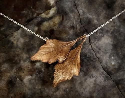 Celery to pine two leaf necklace