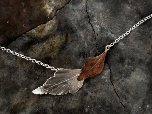 Clery top pine layered leaf necklace