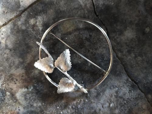 Myrtle twig hoop brooch