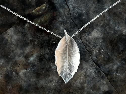 Sassafras leaf pendant (silver)