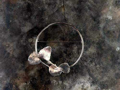 Mytle leaf hoop brooch