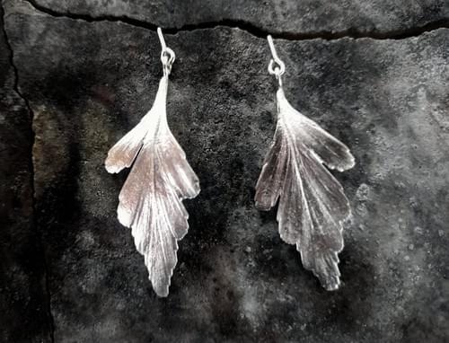 Celery top pine articulated stud earrings