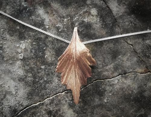 Celery top pine single leaf pendant