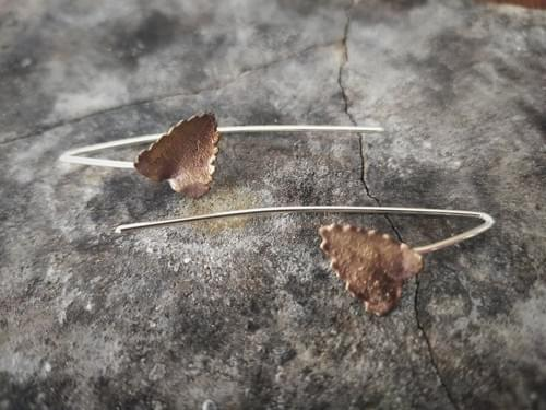 Myrtle leaf thread earrings