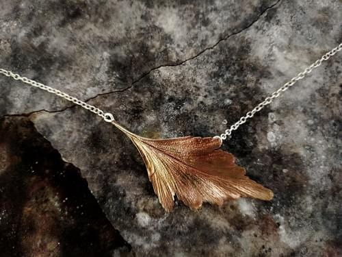 Celery top pine leaf necklace (bronze)