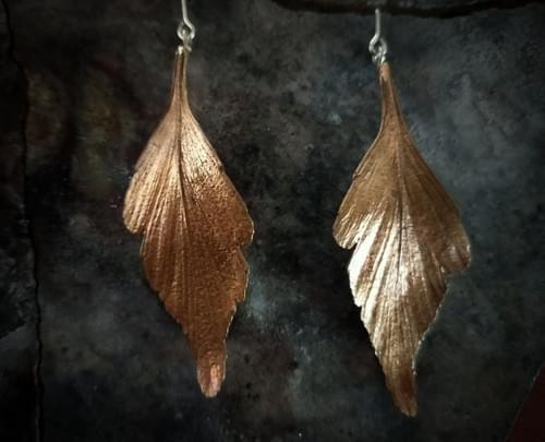 Celery top pine articulated stud earrings - bronze