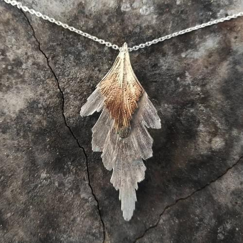 Celery top pine two leaved pendant