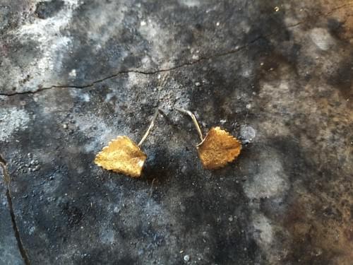Myrtle leaf stud earring (bronze)