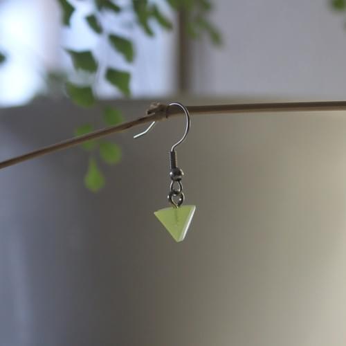 *glow*~*~*triangle epoxy bobble earring