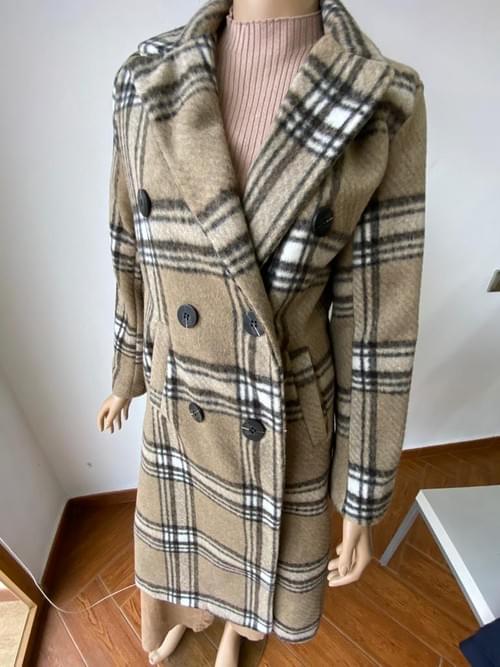Abrigo largo marrón. T/L.