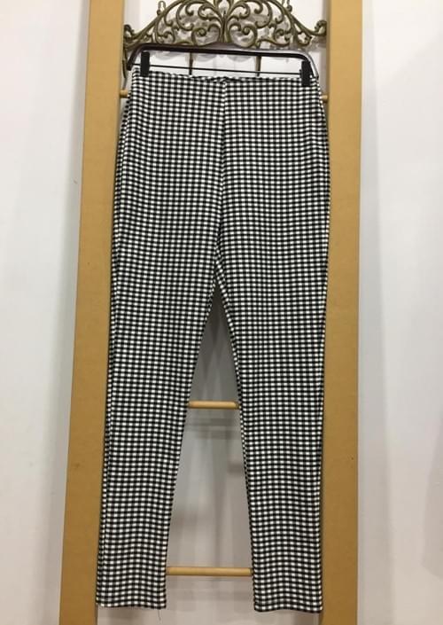 Pantalones de cuadros tipo leggins. T/L.