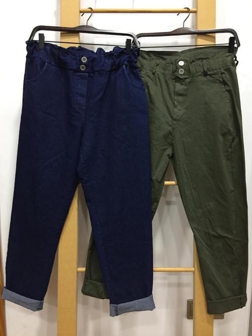 Pantalones tipo globo azul y verde.