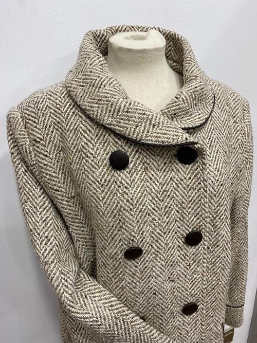 Abrigo largo beige. T/50.