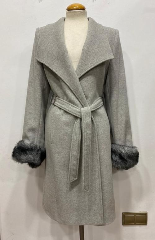Abrigo juvenil gris Cristina Félix.