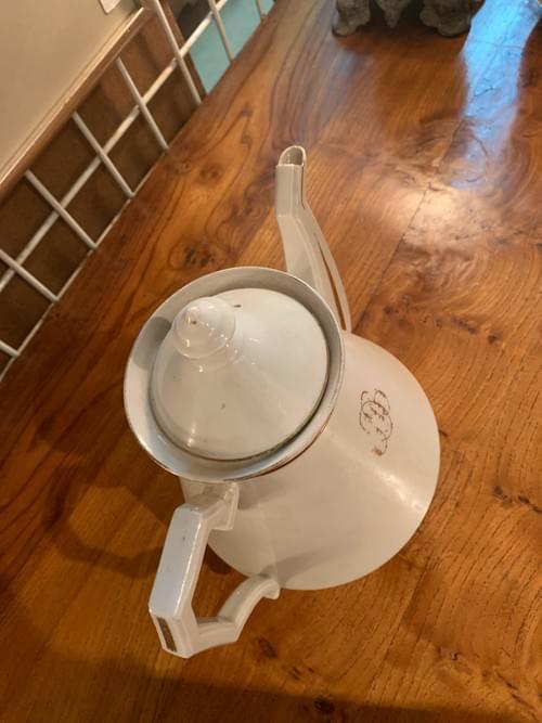 Cafetière en porcelaine blanche