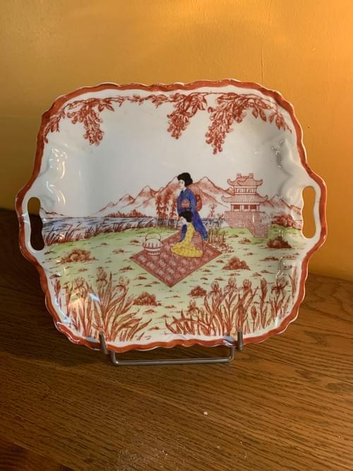 Plat chinois en porcelaine
