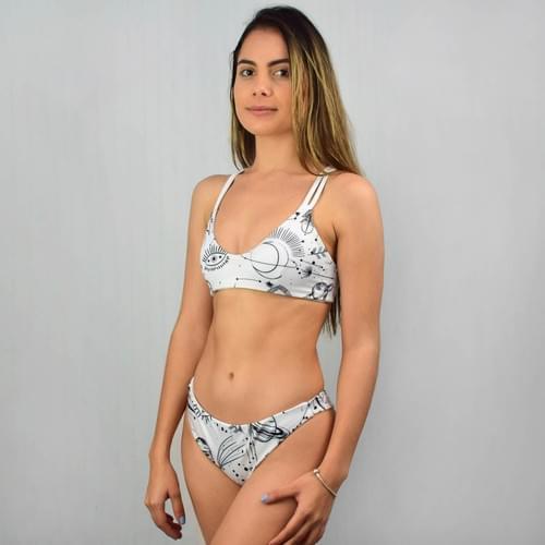 Bikini doble vista blanco top doble tirante, calzón cachetero