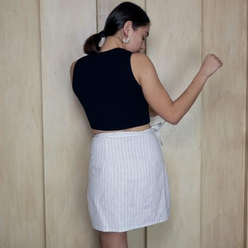 Falda envolvente de lino blanco