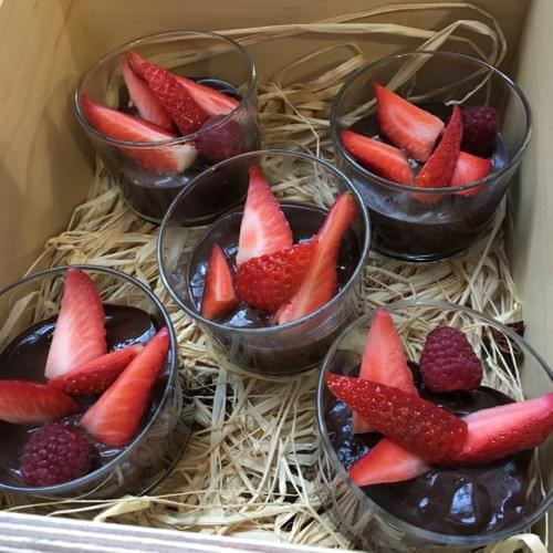 Copa de Cacao con perlitas de Tapioca y Fresas