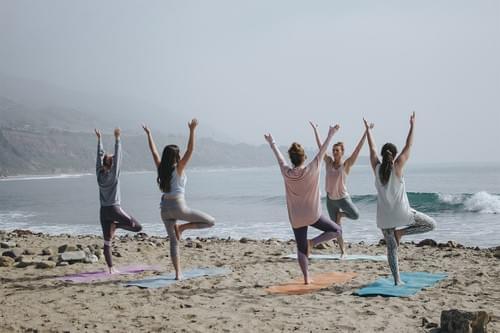 Cours de yoga et soin bols tibétains à la plage (La Grande-Motte)