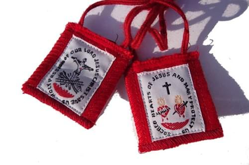 The Red Passion Scapular, Durable ( USA )