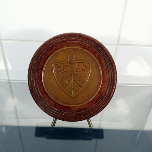 Rover plaque op houten standaard