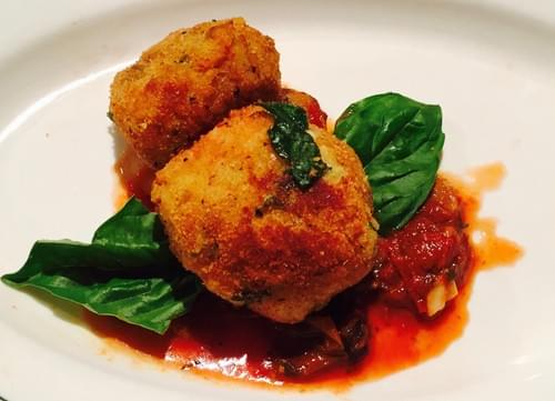 Arancini (Risotto Balls) with Marinara Sauce (12 pieces)