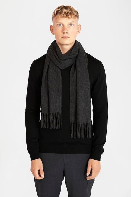 Matinique Mawolan dark grey scarf.