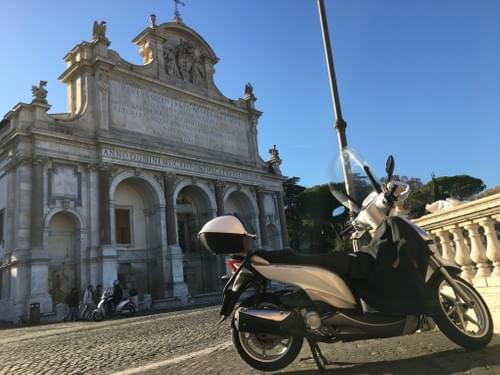 The Grand Scooter Tour of La Bella Vita in Rome